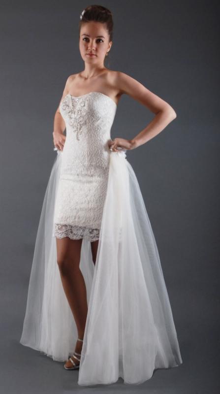 Покажи свои красивые ноги. Короткое свадебное платье со шлейфом