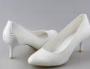Красивые и современные свадебные туфли на низком каблуке
