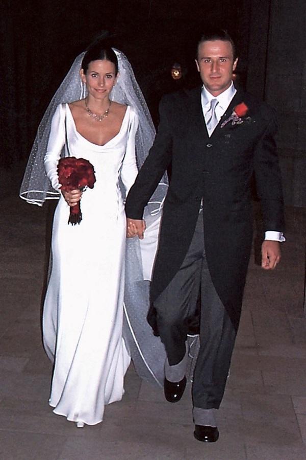 Свадебное платье и длинная фата