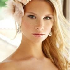 А вы уже выбрали макияж на свадьбу? А ведь для невесты - это важная часть образа. Наши идеи и фото помогут вам