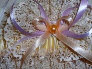 украшаем подвязку для невесты