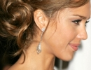 Jessica-Alba-With-A-Messy-Bun-Hairstyle-November-2007