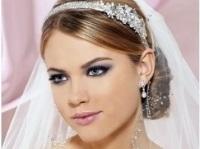 свадебная прическа на короткие волосы с фатой