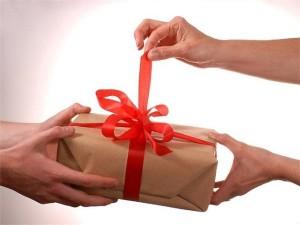 что подарить мужу или  жене на 20 лет свадьбы