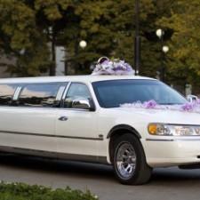 Где же заказать лимузин на свадьбу недорого? Обзор салонов в Санкт- Петербурге